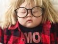 Ne zna u šta je sve majka oblači dok spava kô top