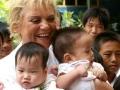 Ona je majka 700.000 dece!