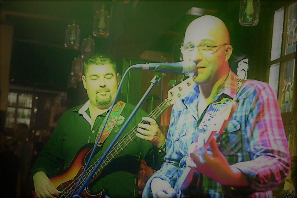 Bijeljina, Coolares Band Jelen Pub