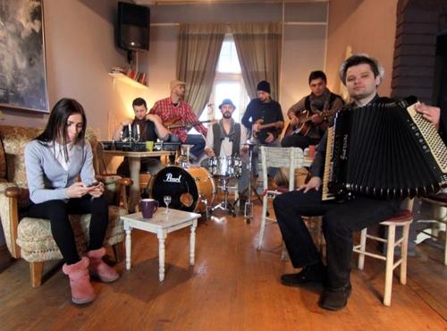 Bijeljina, Š.t.r.a.j.k. (acoustic) Kafe bar Smokvica