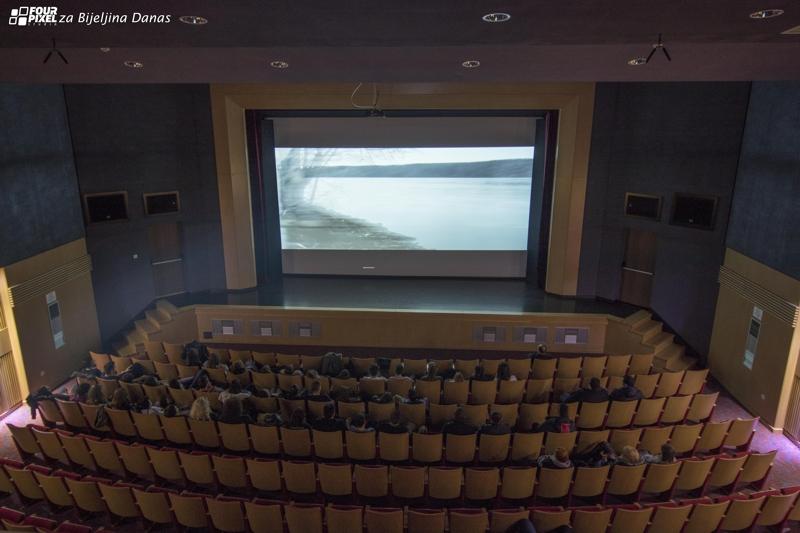 Sinoć prikazan film