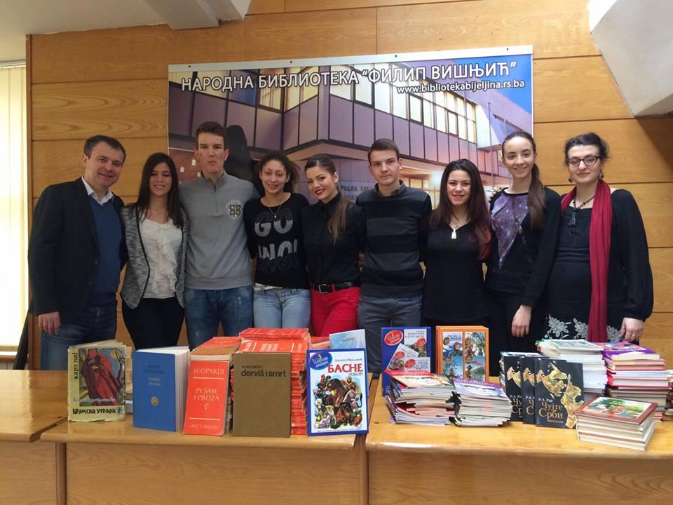 ucenici-prikupili-400-knjiga-dio-poklonili-gradskoj-biblioteci-foto