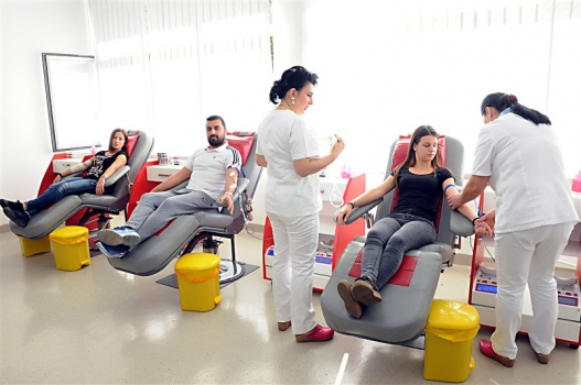 Krv donirali učenici i profesori Ekonomske škole