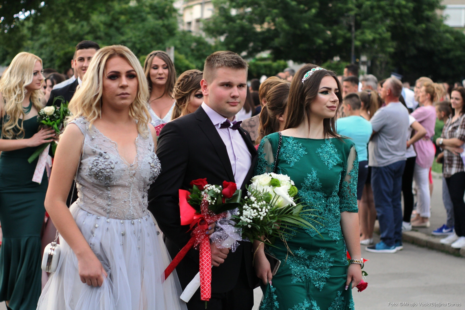 FOTO Maturanti Ekonomske škole prodefilovali gradom