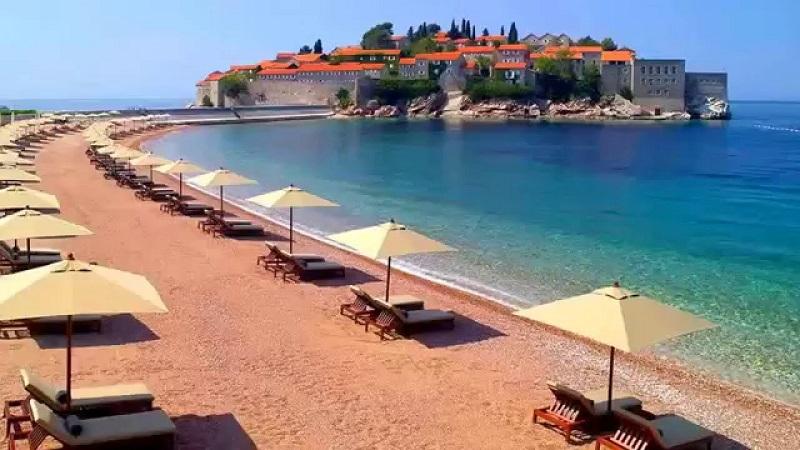 Crna Gora rekorder: Sunčanje naplaćuju i do 120 evra, u Hrvatskoj se plaća ulaz na plažu, a u Grčkoj zabranjena hrana