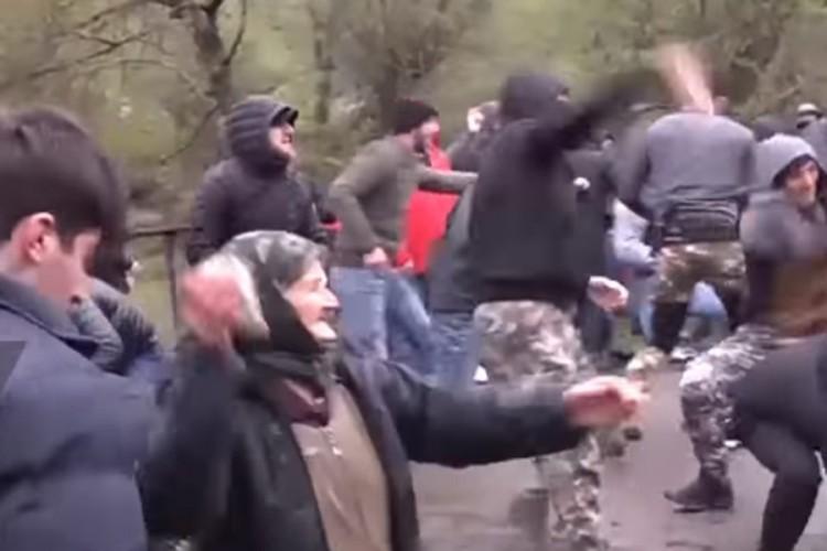 """Tuča građana i policije u Gruziji, """"prvu liniju"""" držale bake"""