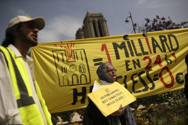 """Protest beskućnika ispred Notr Dama: """"I nama je potreban krov"""""""