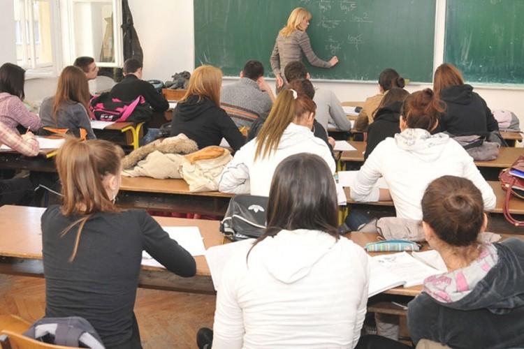 U prvi razred srednjih škola u RS planiran upis 10.550 učenika