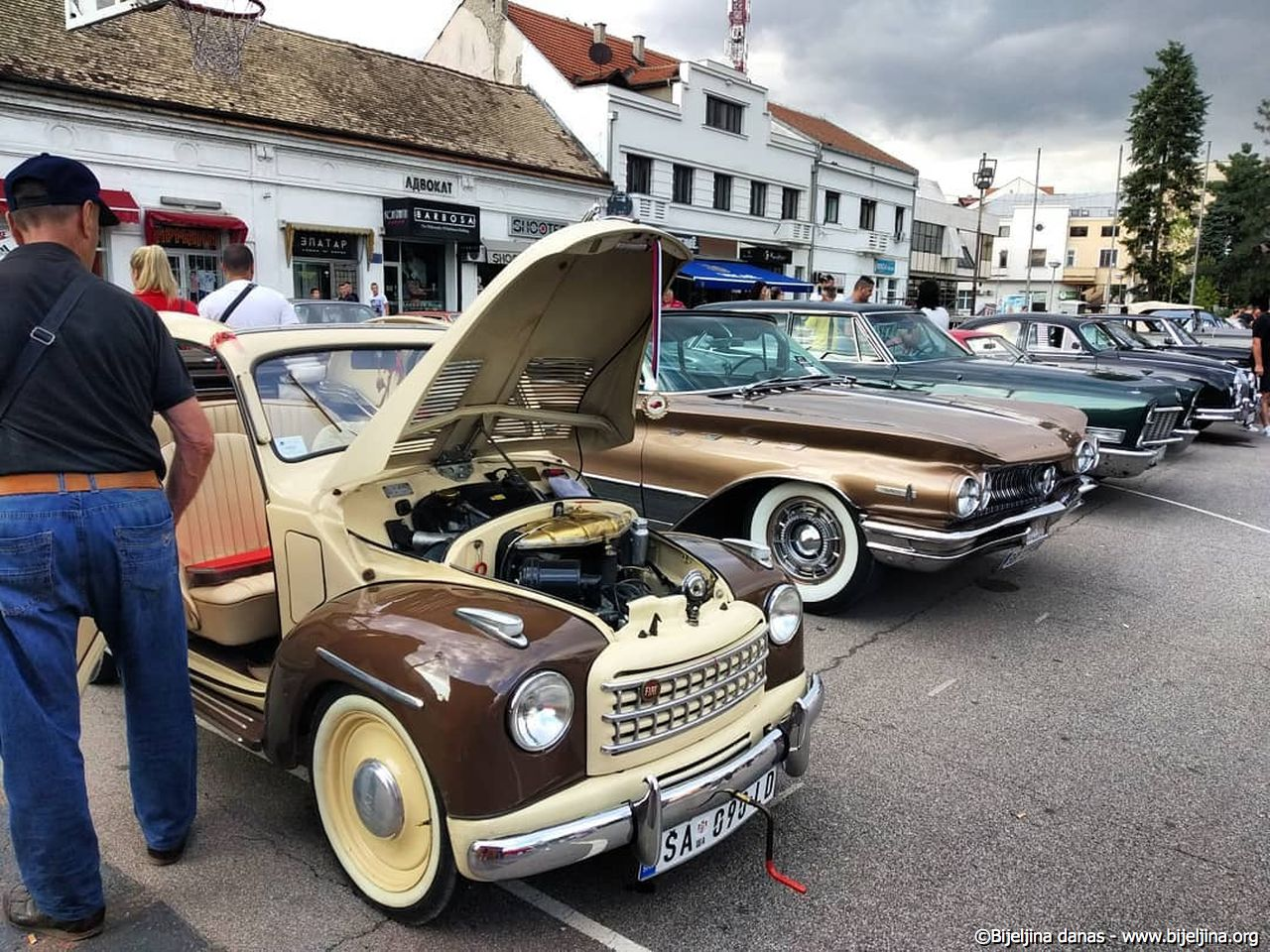 FOTO Smotra starih automobila koji nikoga ne ostavljaju ravnodušnim