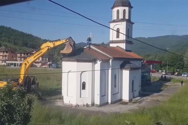 Počelo uklanjanje crkve iz dvorišta Fate Orlović