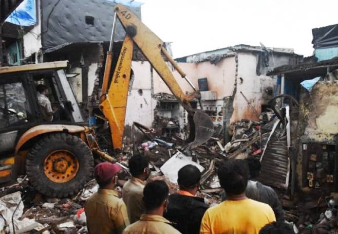 Indija: Najmanje 11 mrtvih u rušenju zgrade (VIDEO)