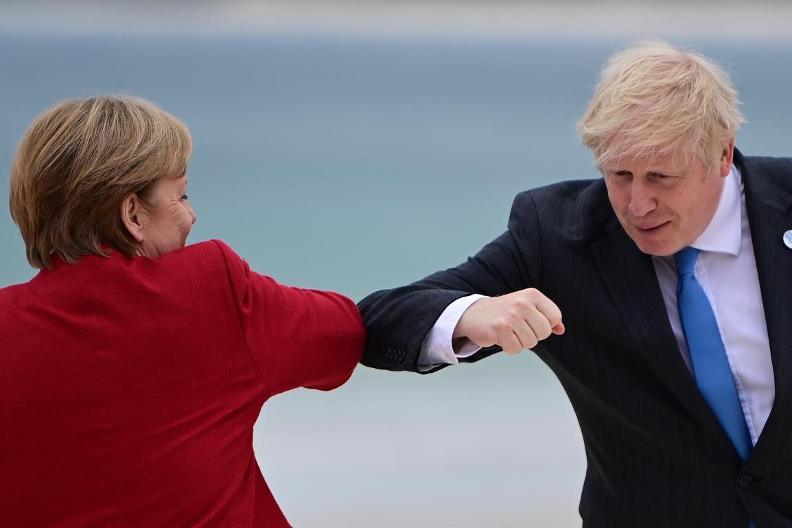 Samit G7 otvoren dodirivanjem laktova na engleskom pijesku