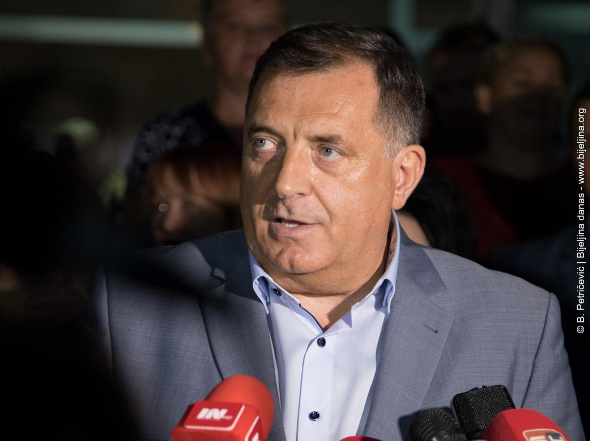 Dodik pohvalio odluku o podjeli besplatnih udžbenika u Banjaluci