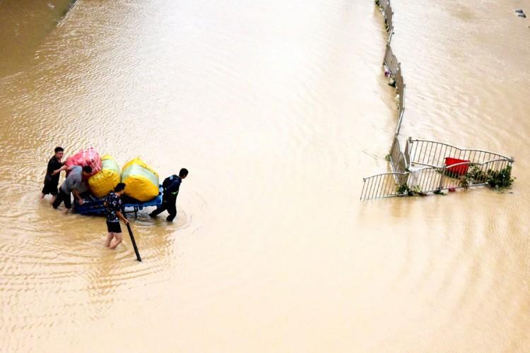Na snazi najviši stepen upozorenja, kineska vojska minirala branu