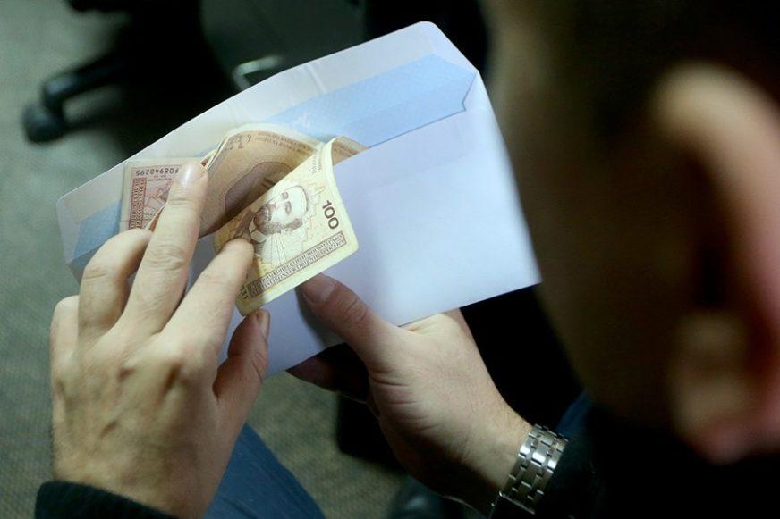 Prosječna junska plata u Srpskoj iznosila 994 KM
