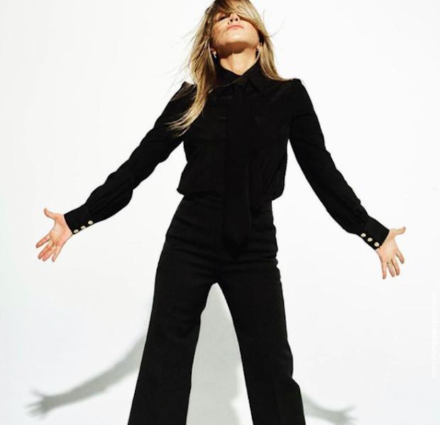 Trik Dženifer Aniston za duge noge i vitku liniju