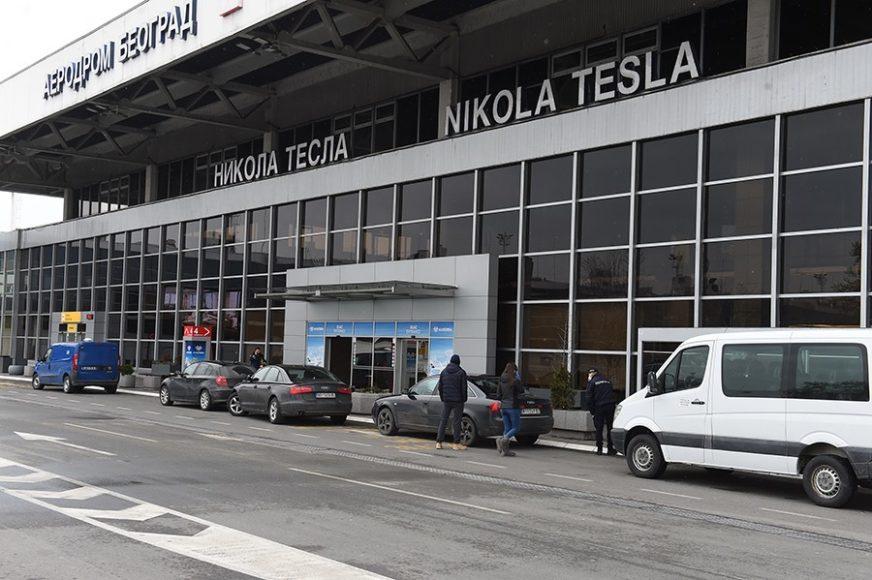 """""""Je li stigla Bosa?"""" Beogradski aerodrom objavio prepisku sa nestrpljivom prijateljicom putnice"""