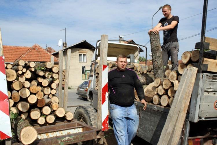 U Semberiji se zahuktava priprema ogreva za zimu: Veća potražnja podigla cijenu drva