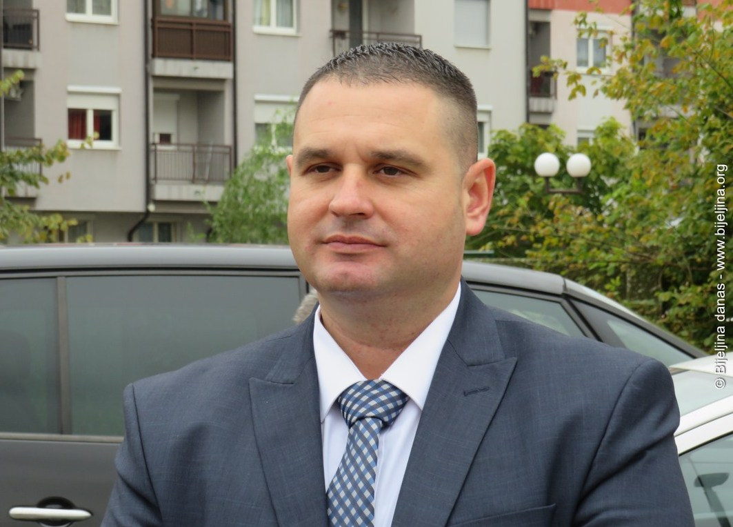 Mitrović: Gradonačelnik smjenama i pričom o kriminalu pokušava prikriti osipanje u Klubu odbornika SDS-a