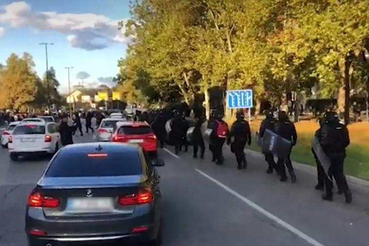 Protest protiv mjera u Ljubljani: Policija došla s vodenim topom, digla i helikopter