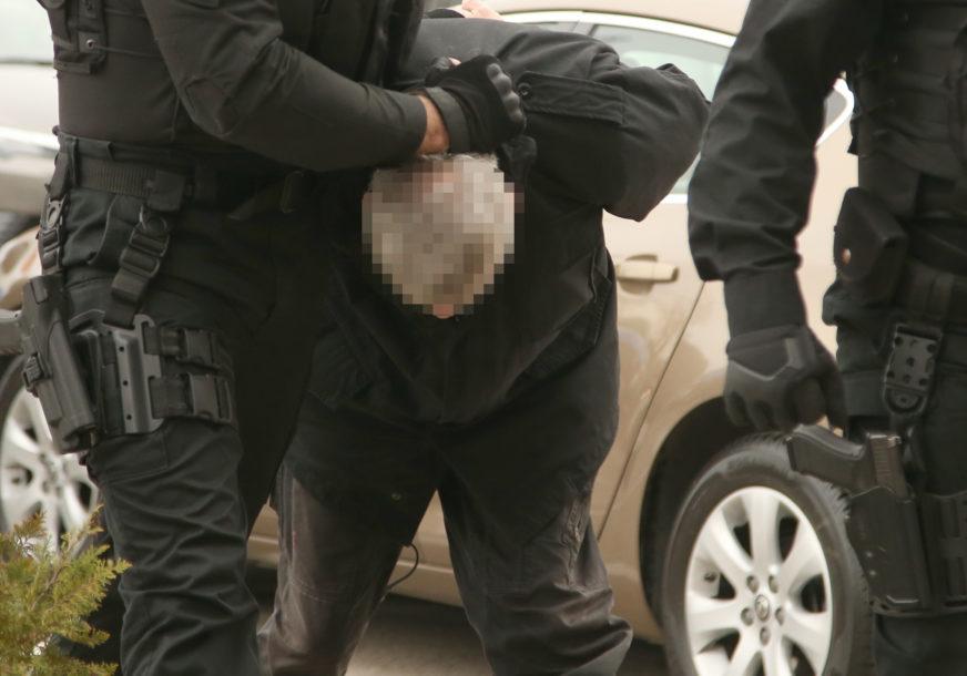 """Akcija """"KONTAKT"""": Nakon kriminalističke obrade zadržano 12 osoba, od kojih je šest policajaca"""